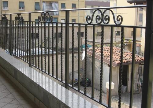 Scale a chiocciola scale su misura ringhiere e cancelli - Ringhiere in ferro battuto per balconi esterni ...