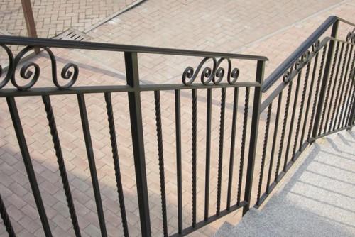Scale a chiocciola scale su misura ringhiere e cancelli for Ringhiere ferro battuto per esterno