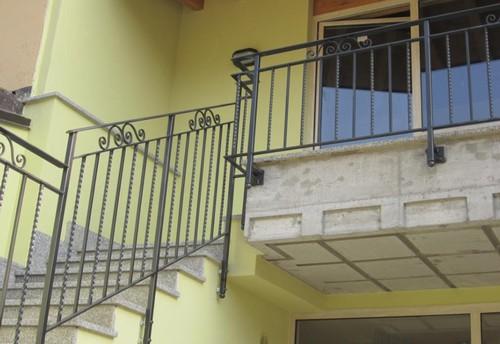 Scale a chiocciola, scale su misura, ringhiere e cancelli a Brescia